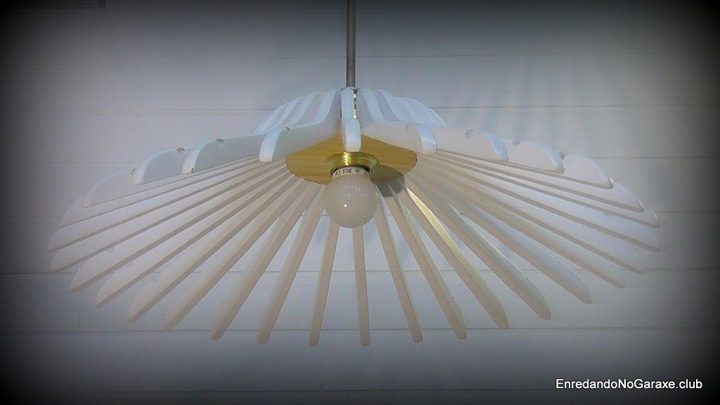 Lámpara de perchas blancas