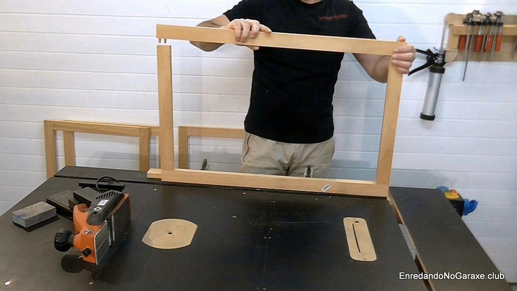 Montar las puertas de madera con tubillones