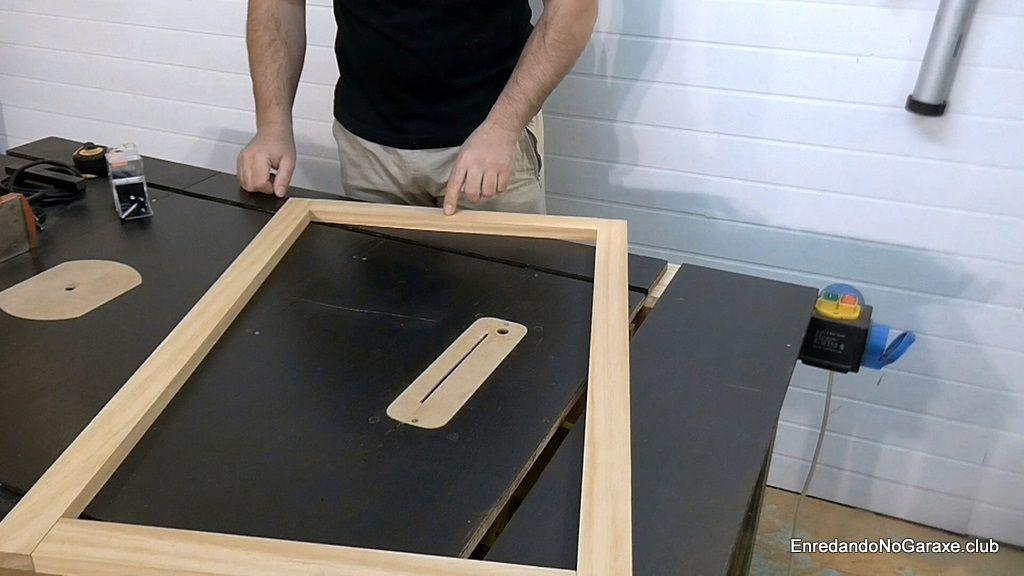 Presentar y marcar las partes de cada puerta de madera