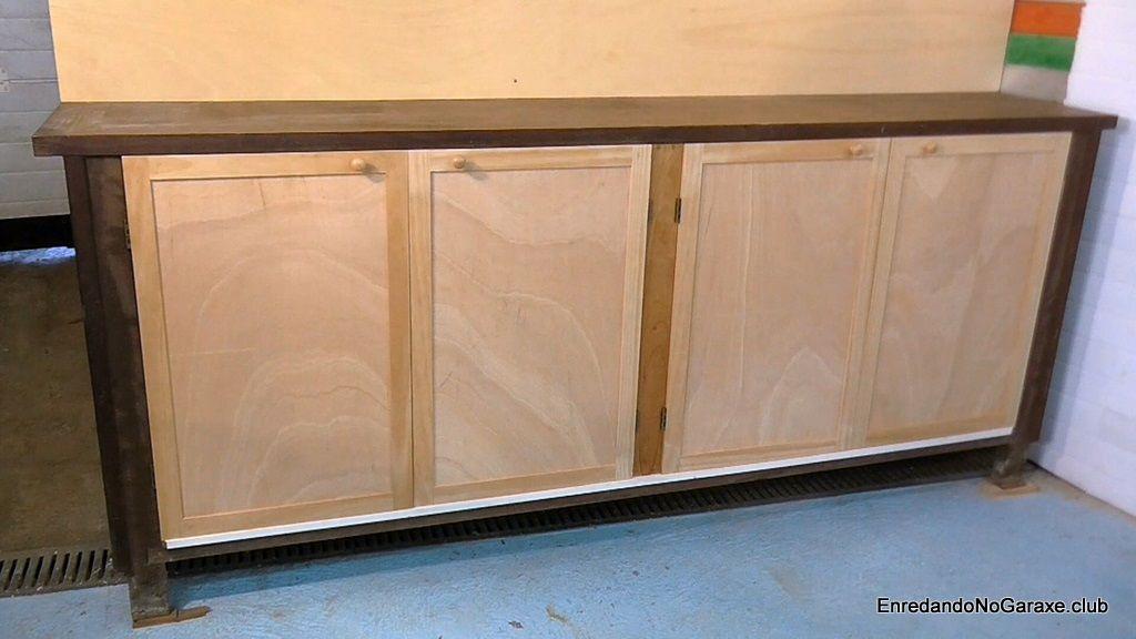 Poner panel e instalar puertas de armario