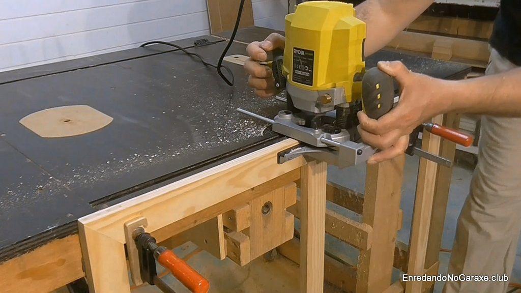Fresar caja para poner cerradura en ventanas de madera