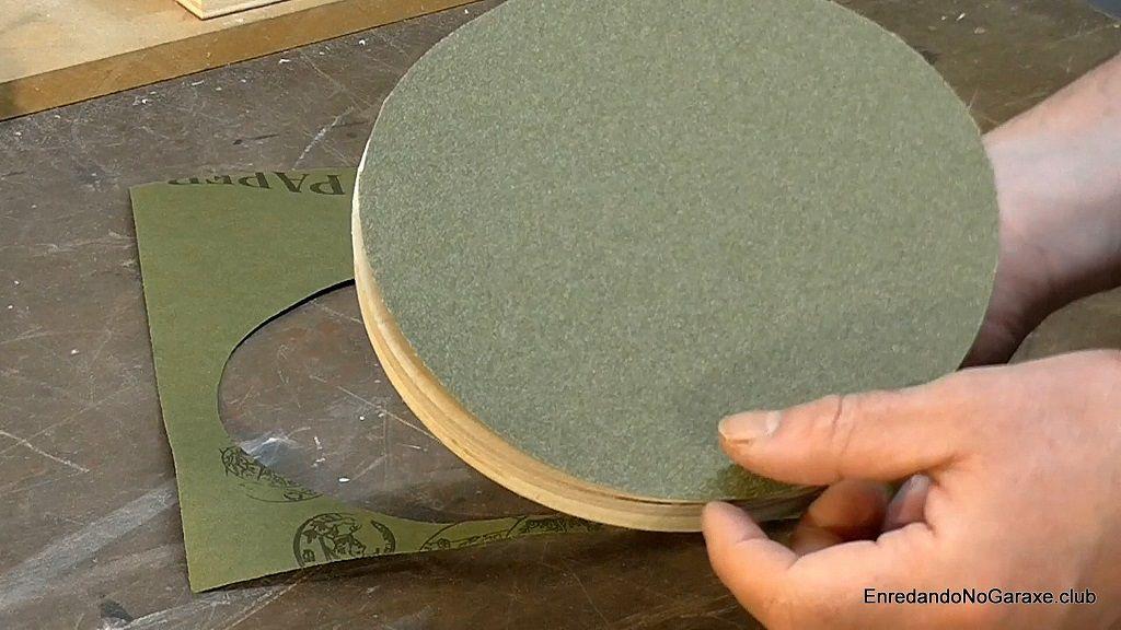 Cortar y pegar el disco de lija