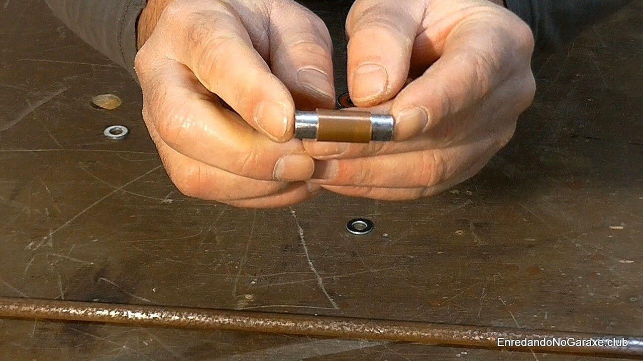 Cubierta de cobre alrededor del eje de acero