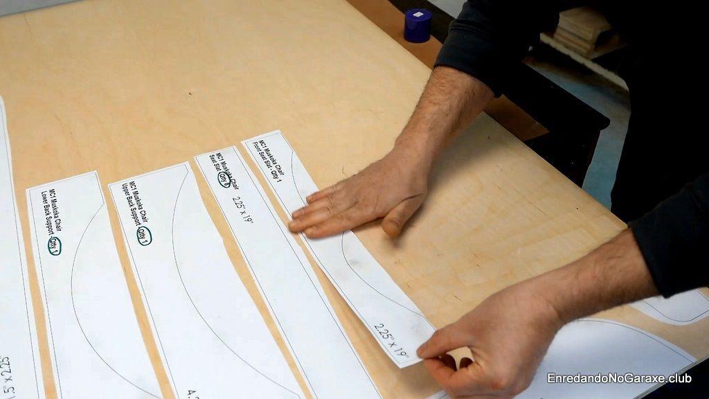Pegar los planos al contrachapado con adhesivo stencil
