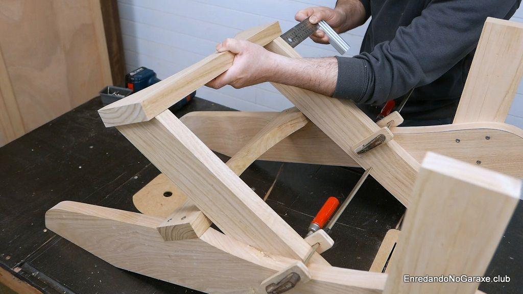 Centrar el soporte superior del respaldo de la silla Adirondack