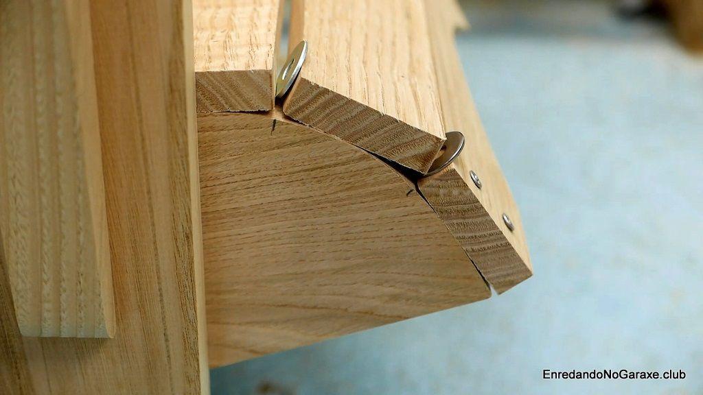 Frente en curva de la silla de madera