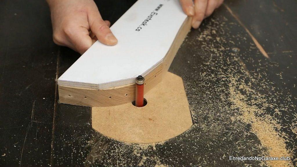 Modificar los laterales de la silla de madera