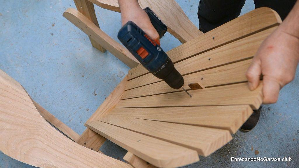 Montar las tablas del respaldo de la silla de jardín