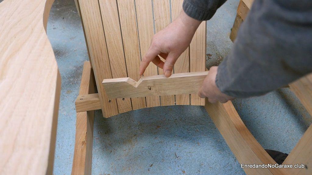 Muescas en la primera tablilla del asiento de la silla