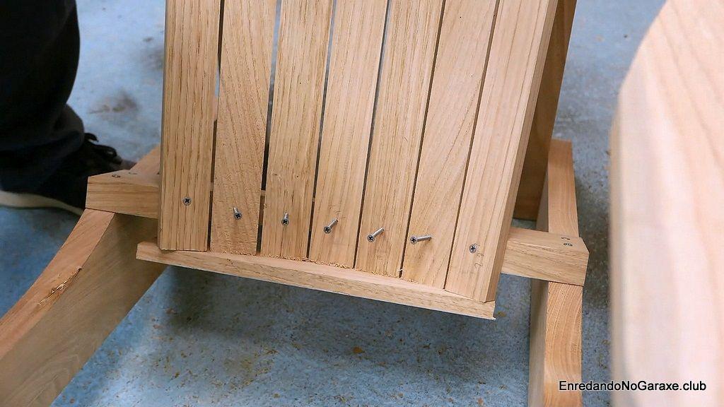 Parte inferior del respaldo de la silla de madera