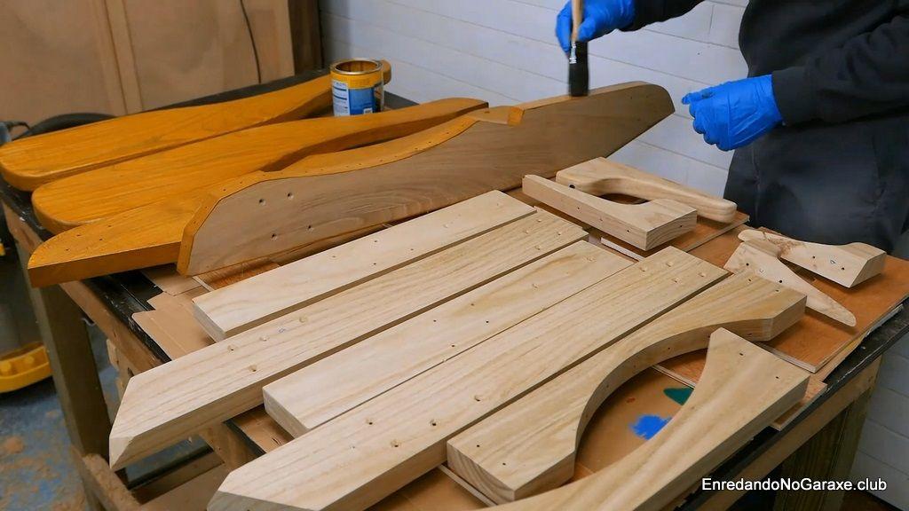 Pintar la silla con lasur protector para madera de exterior
