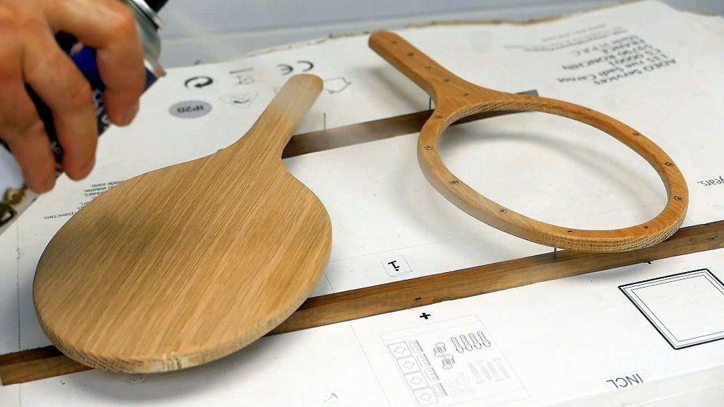 Cómo barnizar el marco de madera del espejo de mano