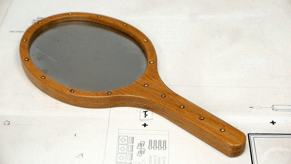 Cómo hacer un espejo de mano de madera