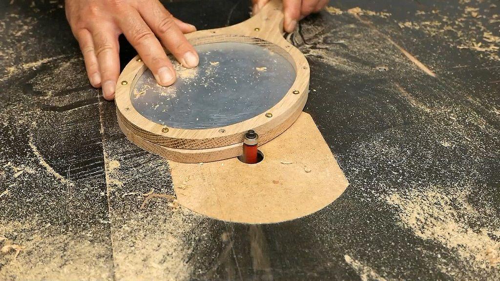 Copiar la forma del espejo de madera con fresa de copiar