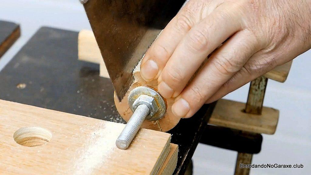 Cortar la ranura para el papel de lija