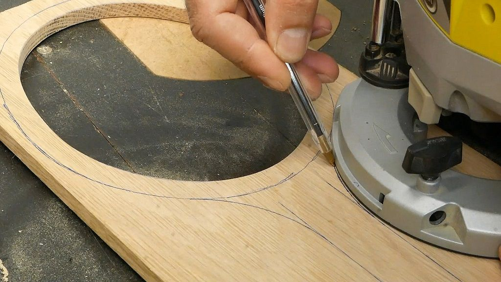 Dibujar el mango de madera del marco del espejo