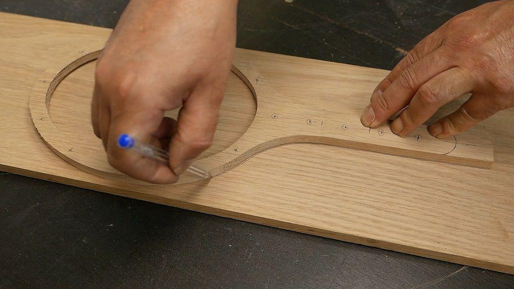 Dibujar la parte de atrás del espejo de madera