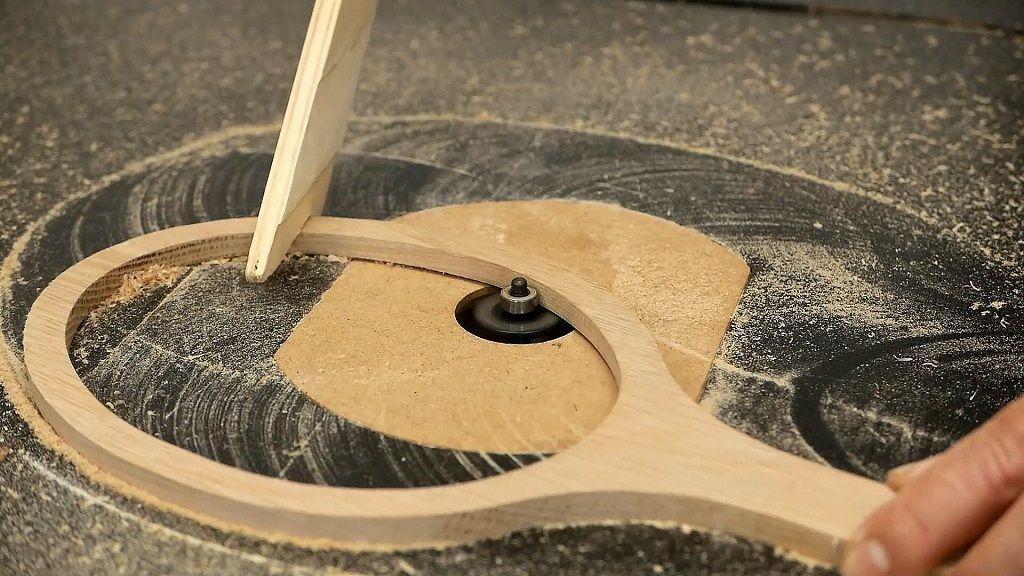 Fresar un rebajo con la mesa fresadora