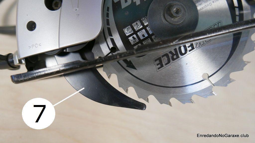 Sierra circular con cuchillo divisor