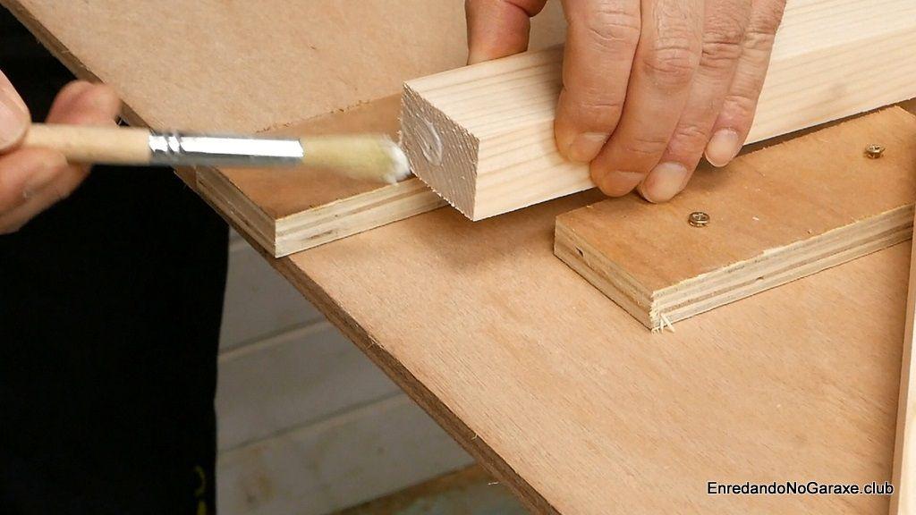 Aplicar cola en la unión antes de atornillar