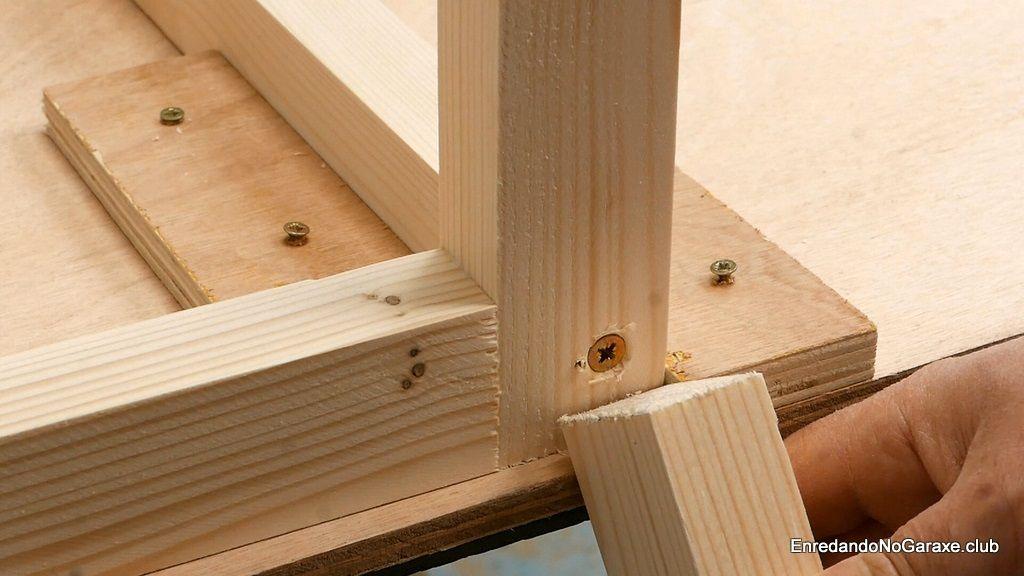 Cómo centrar los tornillos para madera en los listones