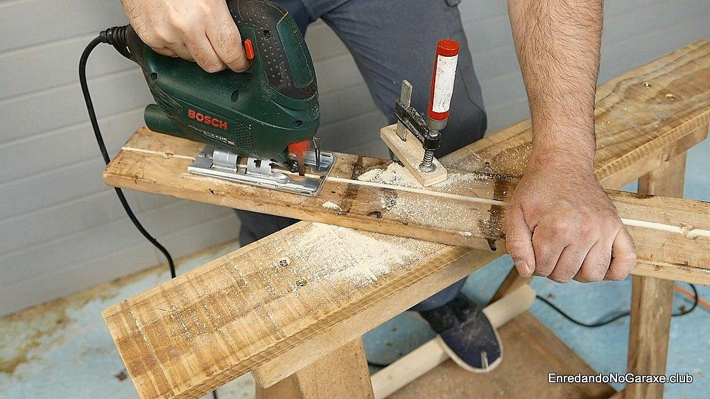 Cortar una tabla con la sierra caladora