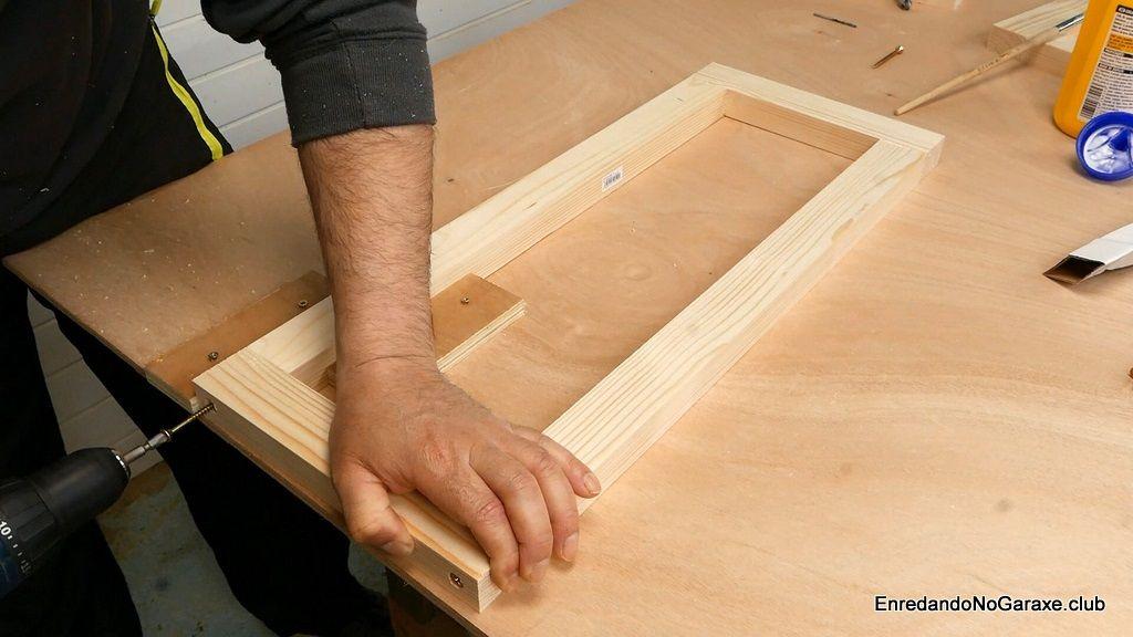 Montar los laterales de la estructura de madera