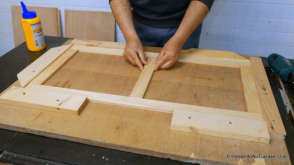 Poner los refuerzos de madera dentro de la plantilla