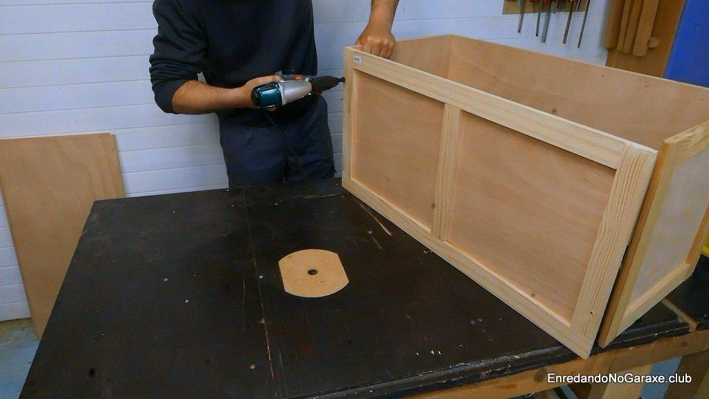 Clavar las piezas y dar forma al baúl