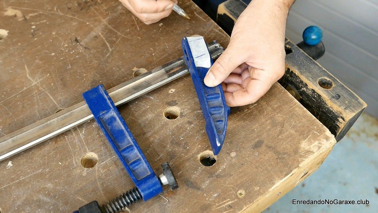 Modificar la mordaza del sargento metálico de carpintero