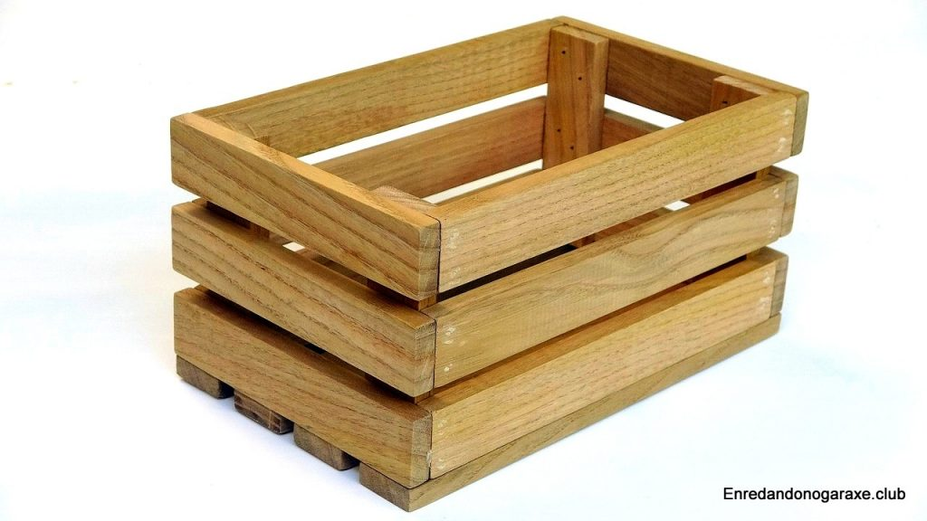 How to make a box of wooden strips