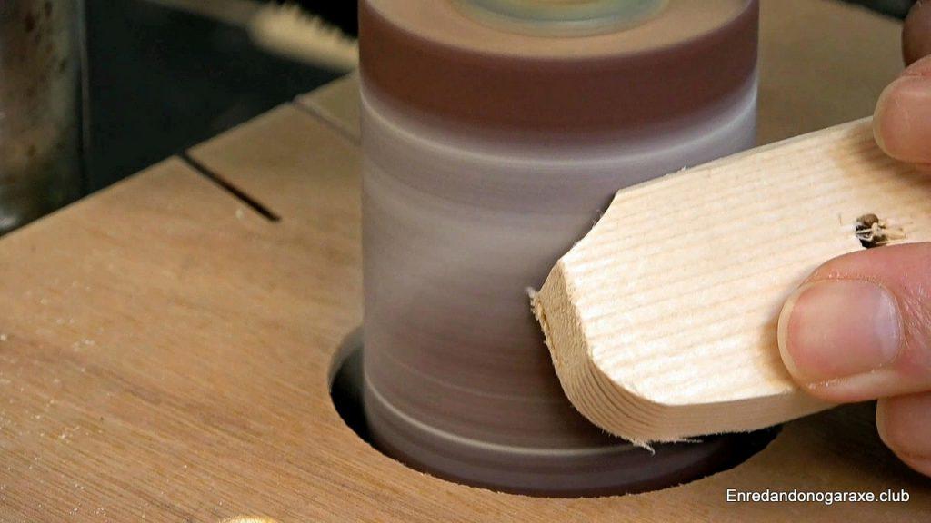 Vacuum table for column drill drum sander