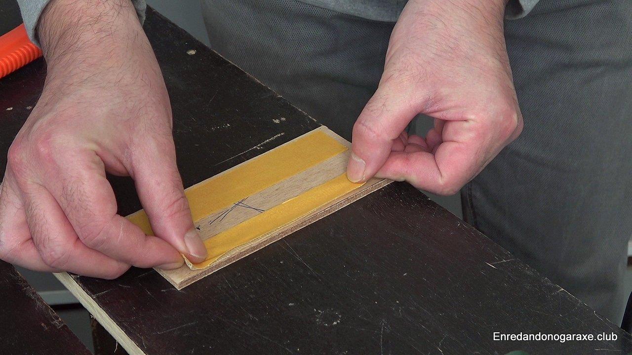 cinta de doble cara para pegar la chapa de madera