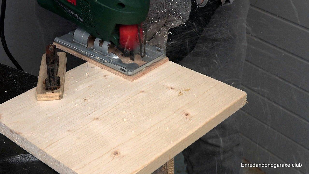Cortar madera con la sierra de calar