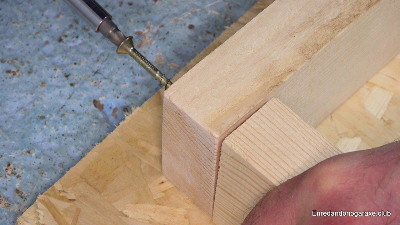 tornillos para madera con eje liso