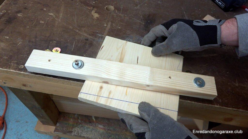 cortar madera con la guía lateral para cortes precisos con la caladora