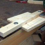 guía casera para cortar madera recto con la sierra caladora