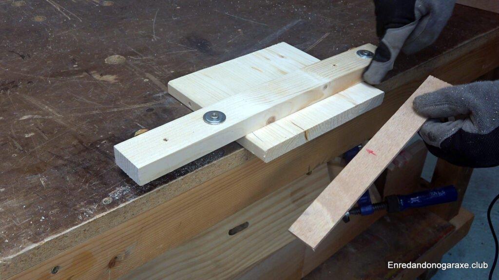 la guía de corte sirve para cortar con precisión desde la guía lateral