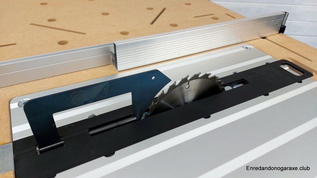 sierra de mesa con sierra circular y cuchillo divisor separador